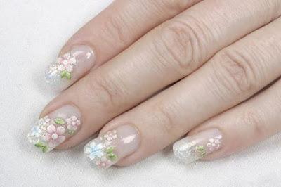 Unghiile cu design floral-un must have al verii